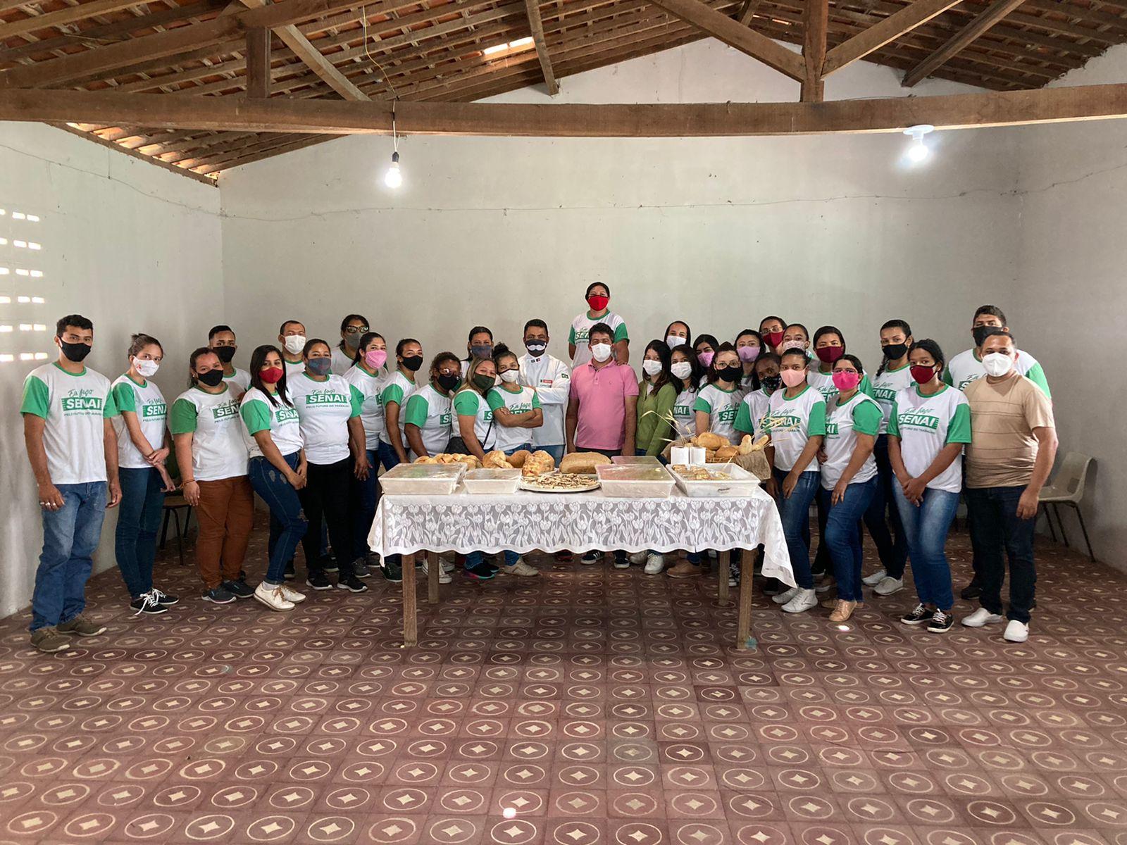 Prefeito Francinildo participa do evento de conclusão do curso profissionalizante de padeiro e confeiteiro.