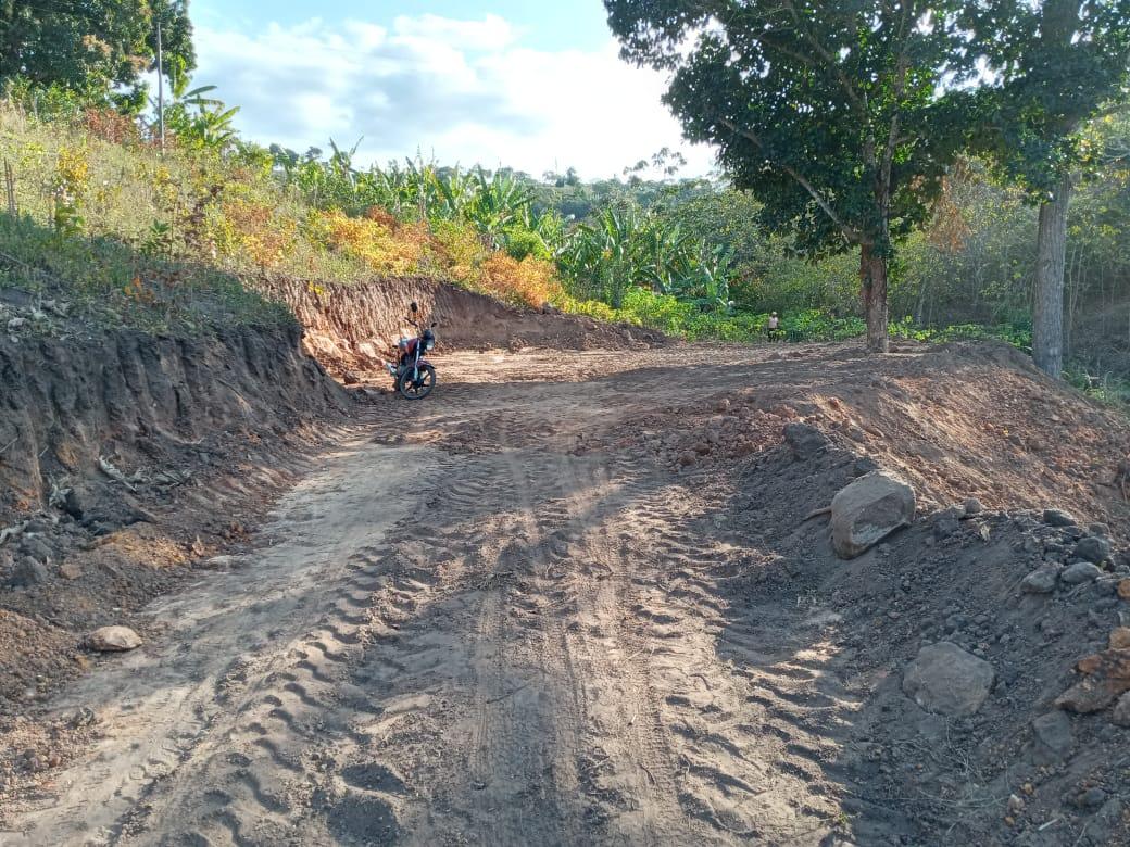 Secretaria de Agricultura segue no serviço de terraplangem e recuperação de estradas vicinais